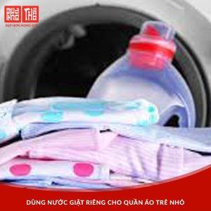 Dùng nước giăt riêng cho trẻ