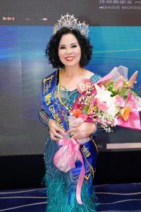 Nụ cười rạng rỡ của Hoa Hậu Quý Bà Nguyễn Thị Hồng Phương
