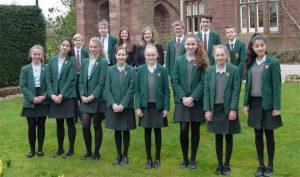 Đồng phục học sinh ở Vương Quốc Anh mang đến sự cổ kính và hoàng gia