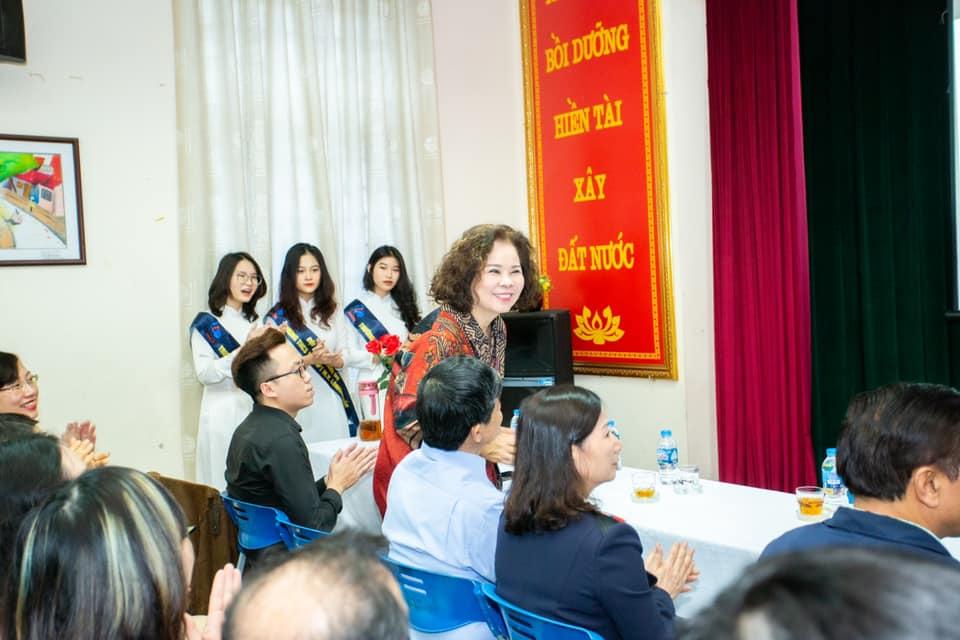 Đại diện Phương Thảo tham dự lễ ra mắt học bổng